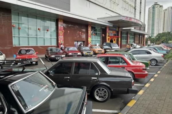 Komunitas penggemar mobil retro dan klasik jadikan MGK Kemayoran sebagai home base kegiatan klub. (Foto : Ronny)