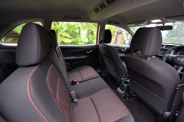 Head Rest pada Honda New Mobilio beda dengan varian sebelumnya guna memudahkan pasang TV. (Foto : zenuar yoga)