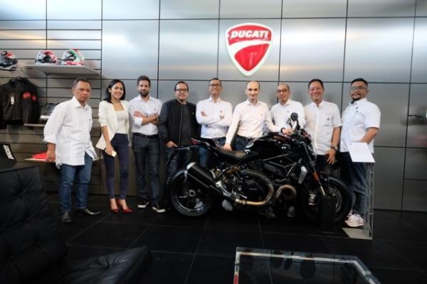 Para petinggi Ducati Indonesia menyambut CEO Ducati dari Italia di Jakarta. (foto : firman)