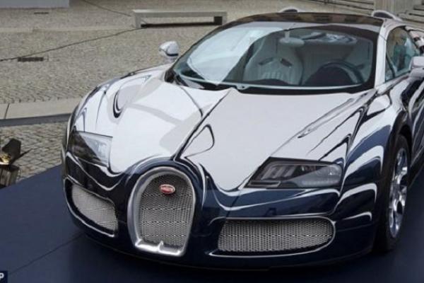 Bugatti ini menjadi salah satu mobil kesayangan mega bintang Real Madrid, Cristiano Ronaldo. (foto : Goal)