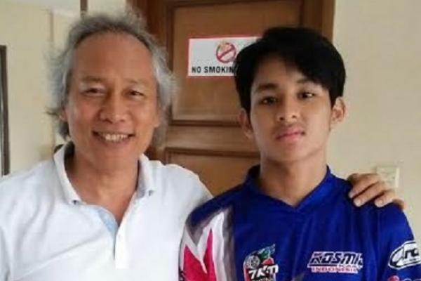 M Tirta dan sang ayah, Chandra Alim. Mengultimatum untuk menyemangati. (foto : Lola)