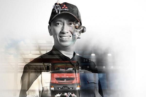 Mekanik Mitsubishi Fuso siap melayani Anda dalam 24 jam. (foto : KTB)