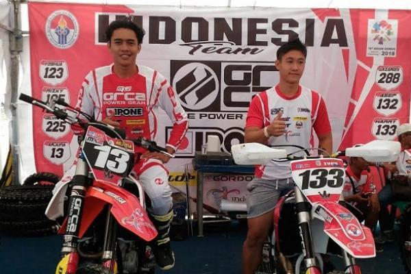 Crosser andalan Indonesia, Ivan Harry Nugroho (kanan) dan M Arjun Wicaksana. Akan berusaha maksimal di MXGP Pangkalpinang. (foto : frans)