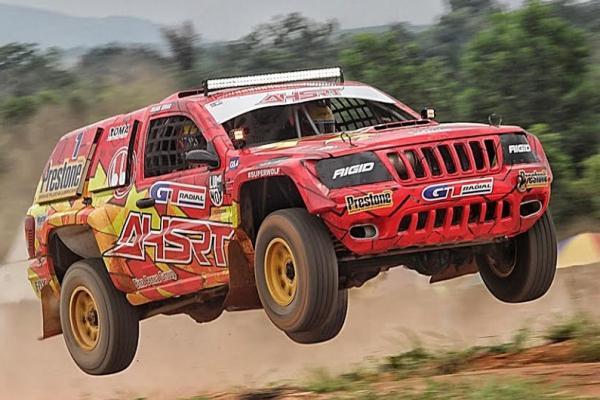 Julian Johan gagal menyelesaikan perlombaan di Banjarbaru karena mobilnya bermasalah. (foto : ist)