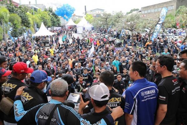 Deklarasi Maxi Yamaha Day di Batang yang dihadiri perwakilan Yamaha dan komunitas. (foto : ist)