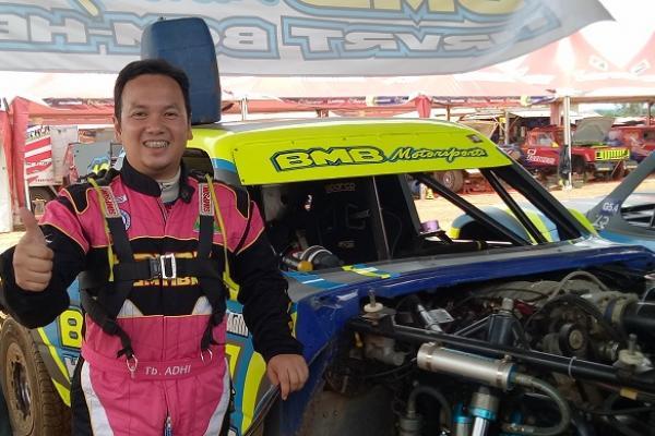 TB Adhi, harus memilih 2 unit mobil terbaik untuk ajang speed offroad. (foto : budsan)