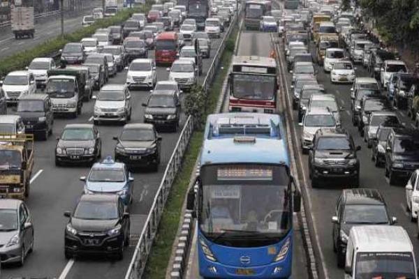 Kebijakan pelat nomor ganjil genap tidak berlaku di ruas Semanggi - Pancoran. (foto : ist)