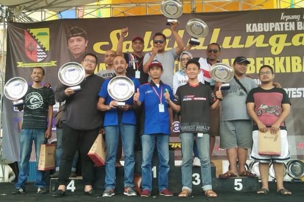 Para juara dengan trofi di tangan gelaran 3 event Kejurda Jawa Barat di Soreang, Bandung. (foto : ist)