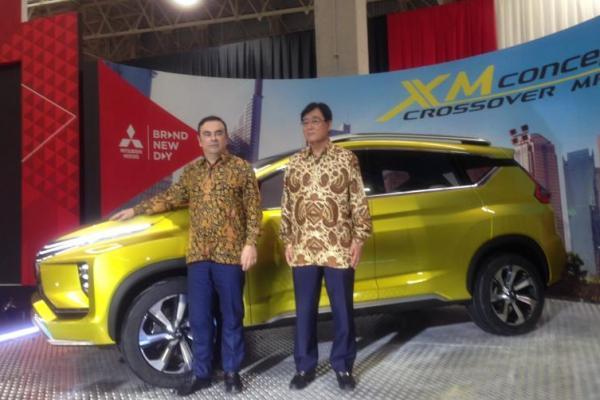 Carlos Ghosn (Mitsubishi Motors Corporation - Chairman of the Board) bersama Osamu Masuko (CEO Mitsubishi Motors Corporation)