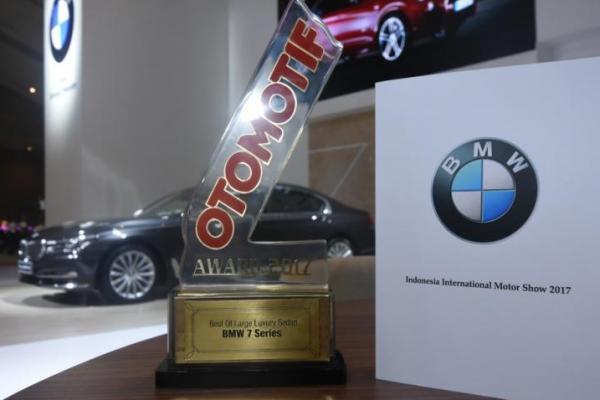 Dua model anyar BMW sabet penghargaan di hari pembukaan IIMS 2017