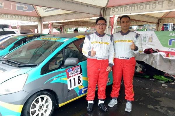 Fadil Wijaya (kiri) dan Tommy Wijaya, kolaborasi tim dari Kalimantan Timur dan Selatan di ajang slalom. (foto : budsan)