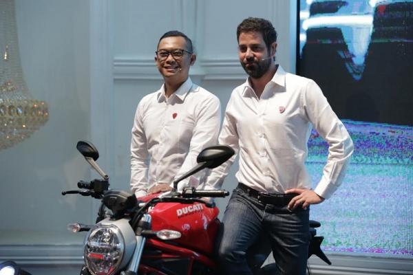 Ducati Monster 797  ini  mulai dijual di Indonesia dengan harga yang dinilai terjangkau. (foto : dct)