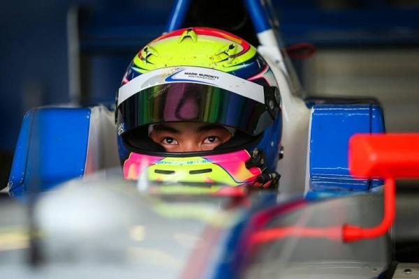 Presley Martono selalu tampil dengan karakter agresif dalam setiap penampilannya di Formula Renault 2.0 Eurocup 2017. (foto : ist)