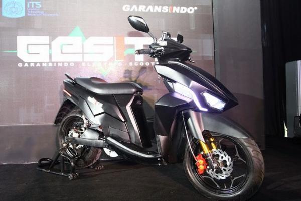 Gesits, skuter listrik kreasi anak bangsa (its)