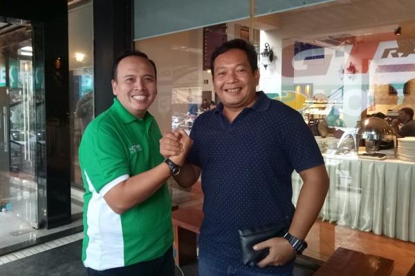 Ricky Sitompul (kiri) bersama Dodi Irawan (foto : budsan)