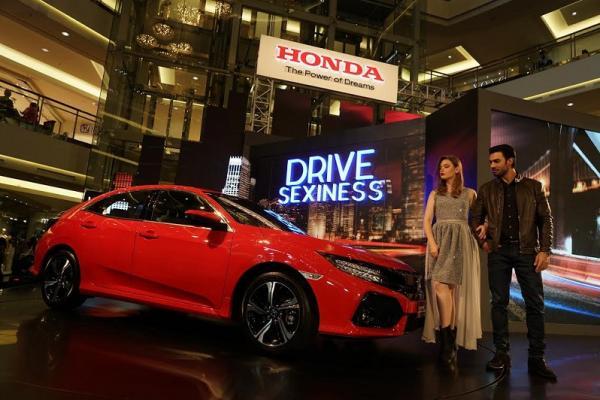 Warna merah bakal menjadi favorit di mata konsumen Honda Civic Hatchback Turbo. (foto : budsan)