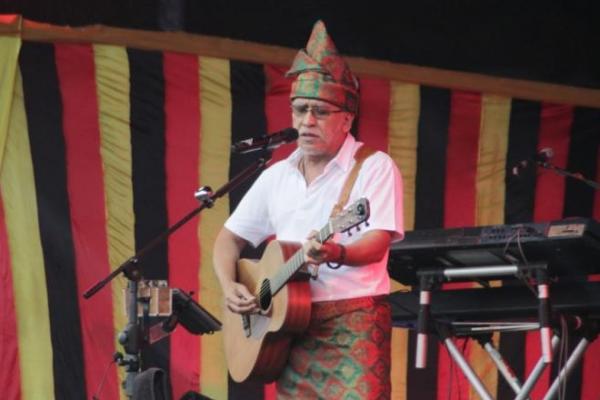 Musisi senior Iwan Fals jadi brand ambassador Mitsubishi Fuso