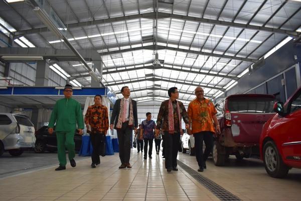 Peresmian dealer Toyota di Batam, menambah luas jaringan pemasaran Toyota. (foto : tam)