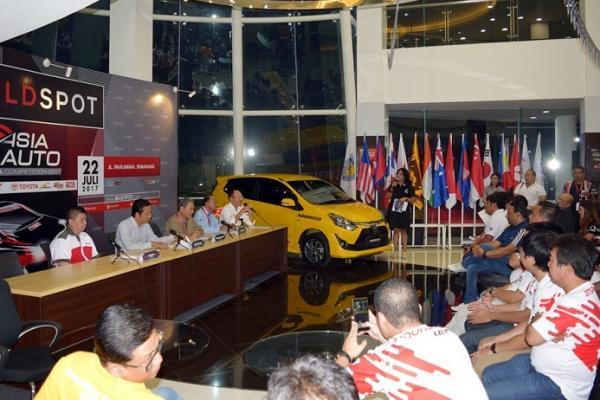 Arijanto Notorahardjo (kiri), ban produk Gajah Tunggal Tbk siap sukseskan AAGC Semarang. (foto : rinto)