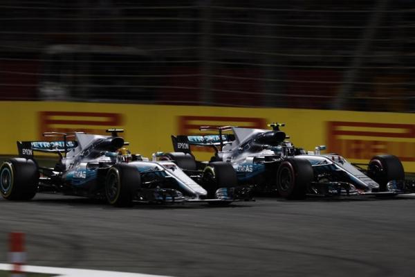 Detik-detik ketika Bottas menyalip Hamilton di akhir lomba F1 Hongaria