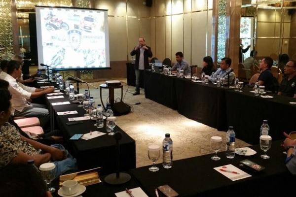 Jeffrey JP sedang membagi pengalamannya saat hadir di acara FIA Road & Safety di Selandia Baru lalu