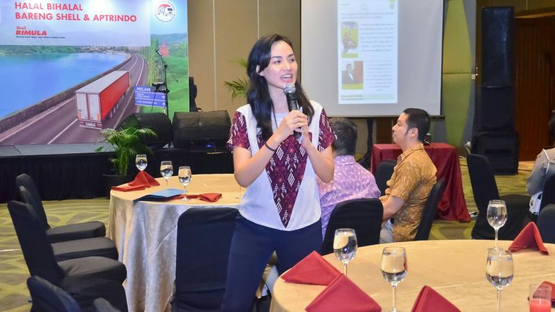 Aisyah Namirah dari Shell dalam acara bersama pengusaha angkot