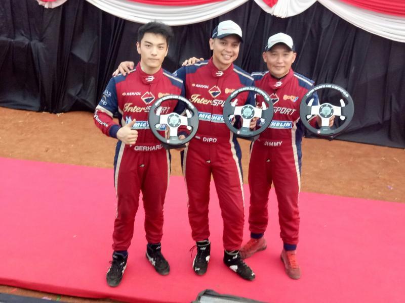 Gerhard Lukita, M Diponegoro dan Jimy Lukita, trio pebalap ABM Motorsport yang mengoleksi podium di BSD City ( foto : budsan)