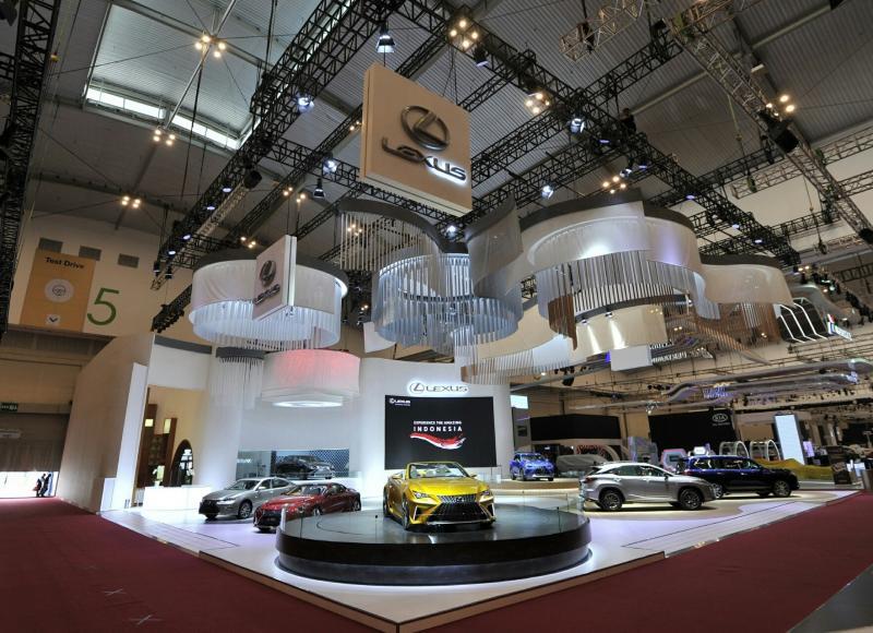 Mewah dan elegant, begitu melihat booth Lexus di GIIAS 2017