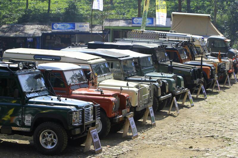 Komunitas Land Rover saat rayakan ulang tahun