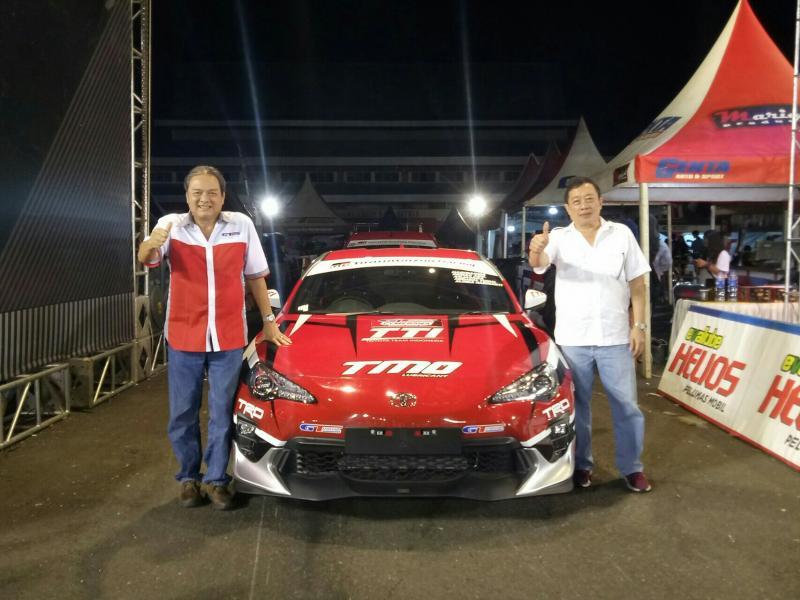 Johannes Biantara (kanan) dan Tjahyadi Gunawan, pertemanan di komunitas otomotif. (Foto : budsan)