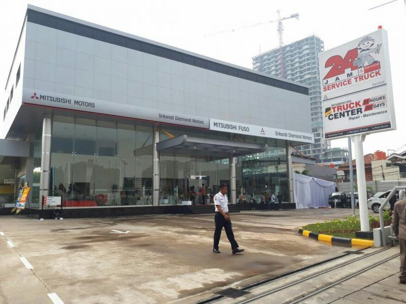 Peresmian dealer Mitsubishi dengan fasilitas truck center 24 jam