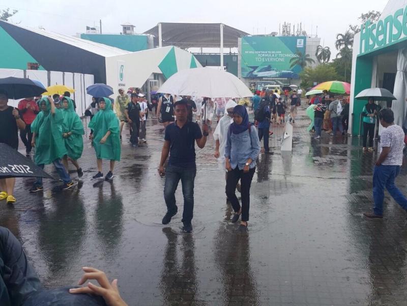 Hujan lebat mengguyur Sirkuit Sepang jelang race Minggu (1/10)