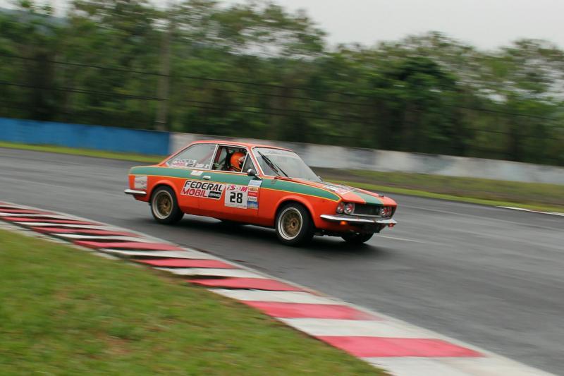 Balap Retro Race Indonesia tetap diminati di sirkuit Sentul International