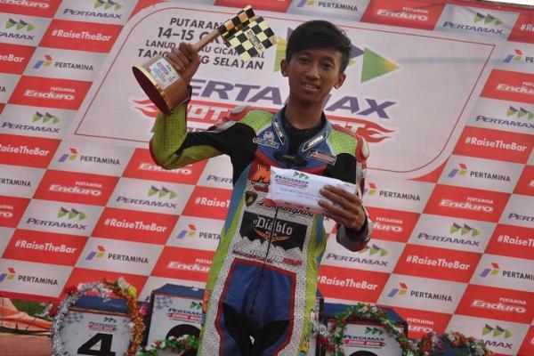 Gerry dari Madiun menjadi juara umum Pertamax Motorsport Drag Bike 2017. (Foto : Pertamina)