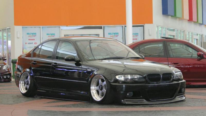 Komunitas mobil dan pecinta modifikasi GOT pamerkan koleksinya. (foto : ria)