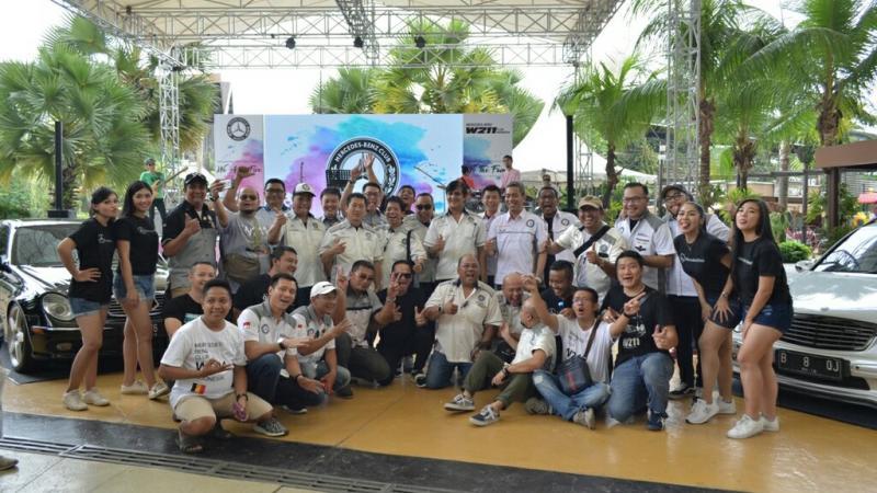 Member Mercedes-Benz W211 Club Indonesia di Breeze BSD. (foto : ria)