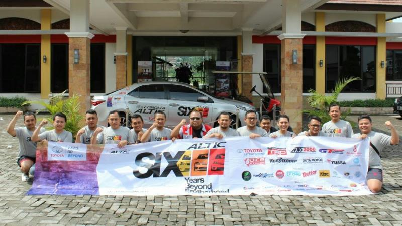 Komunitas Mobil Toyota Altis pilih di Puncak untuk acara HUT. (foto : ria)