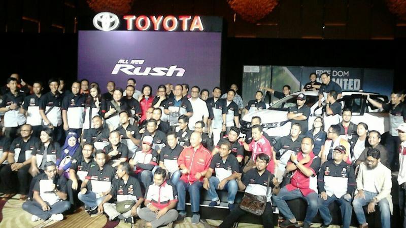 Komunitas lintas merek di acara launching All New Toyota Rush. (foto : anto)