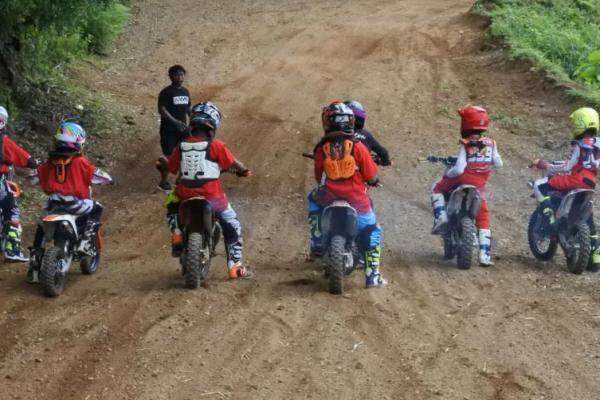 Corsa dan tim Bali MX gelar coaching clinic di sirkuit Jati Mas, Bali