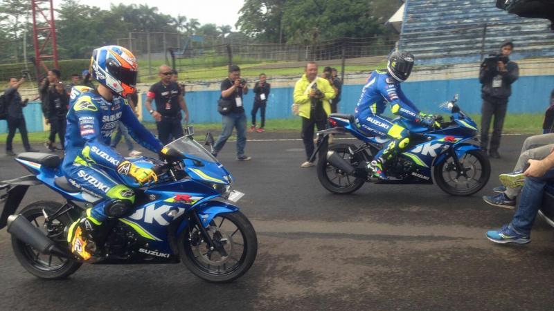Andrea Iannone dan Alex Rins pimpim hotlap di Lintasan Sentul (foto: adri)