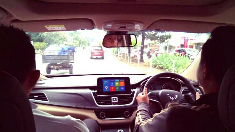 Wuling Cortez kami kendarai untuk pertama kalinya di jalanan kota Makassar (anto)