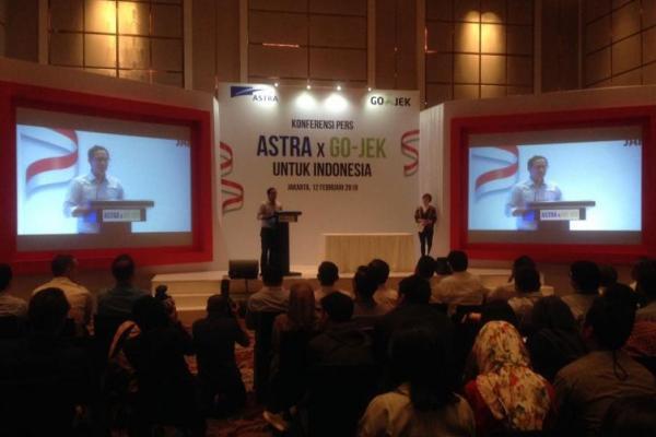 CEO Gojek, Nadiem Makarim memberikan sambutan dalam peresmian kolaborasi Astra International x Gojek di Hotel Fairmont, Jakarta