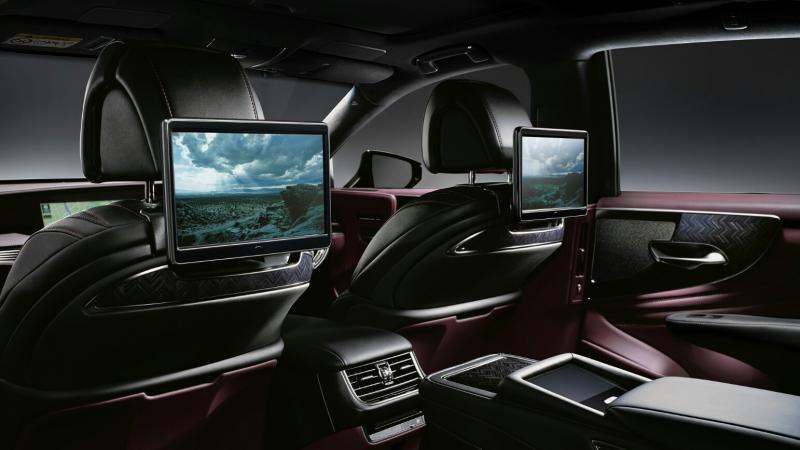 Interior Lexus LS 500 memberi nuansa kemewahan yang sangat kental pada setiap detil ornament yang melekat dengan keberanian desain dan fitur-fitur baru berteknologi tinggi. (Foto : Lexus)