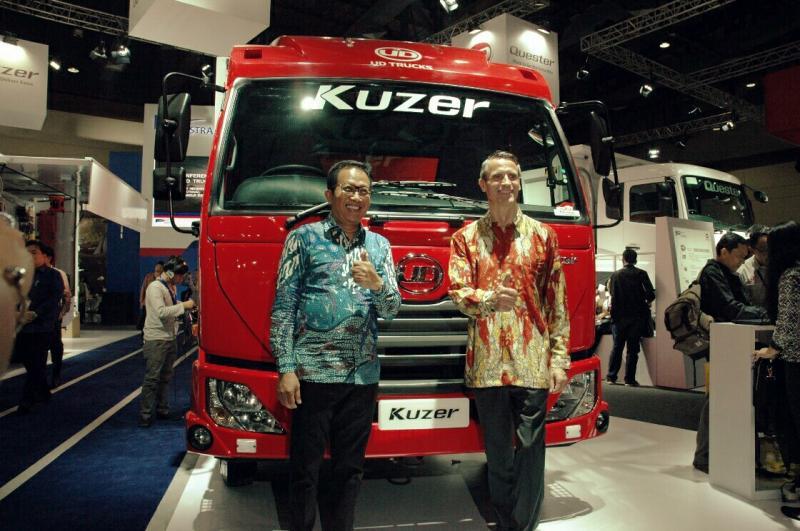 Komitmen UD Trucks terus meningkatkan kesetiaan konsumen lewat berbagai inovasi terkini (foto: anto)