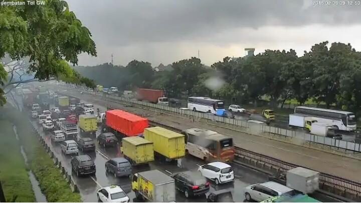 Jalan tol Cikampek jadi langganan macet dalam 1 tahun terakir. (foto : ist)