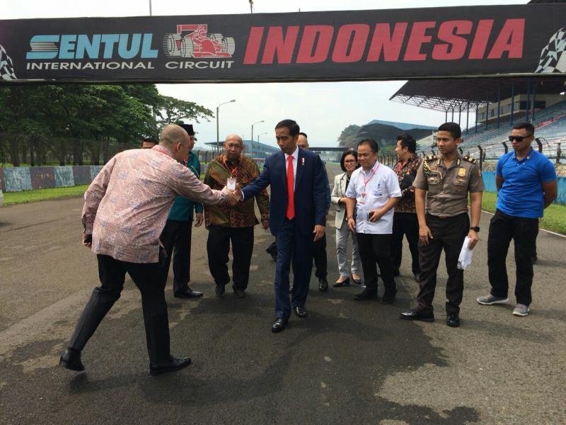 Presiden Jokowi sempatkan diri kunjungi sirkuit Sentul dan dukung penyelenggaraan MotoGP. (foto : ist)