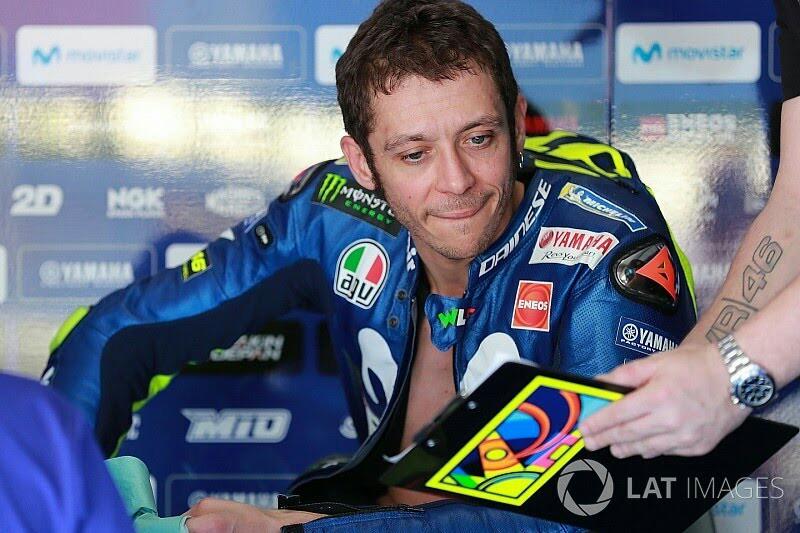 Valentino Rossi (Yamaha), masih jadi pembalap tertua di grid MotoGP. (foto: motorsport)