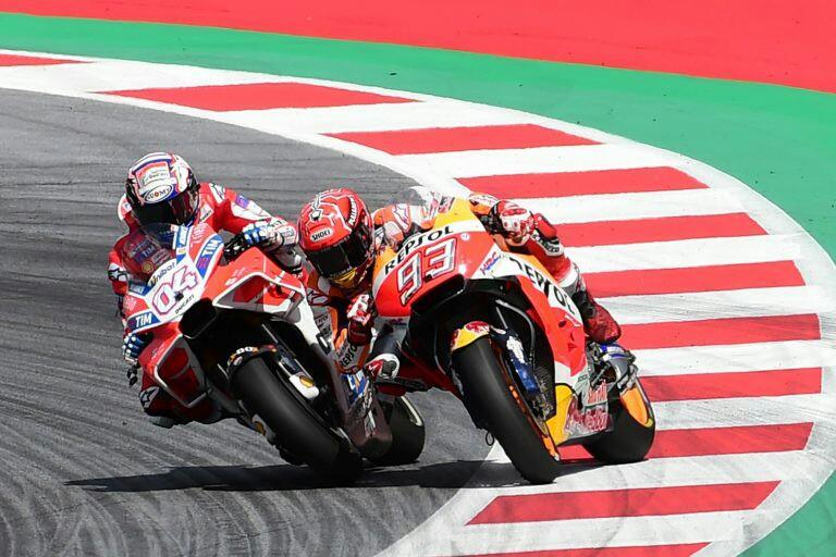 Andrea Dovizioso dan Marc Marquez,  saat ini rival dan tahun depan mungkin satu tim. (foto: motogp)