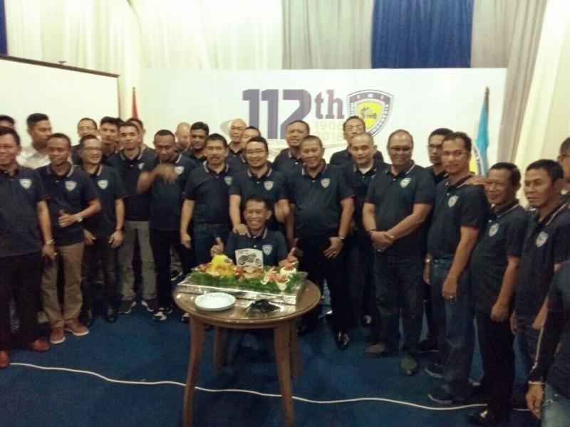 Pengurus IMI Pusat dan para Ketua IMI Provinsi pada syukuran tempati kantor baru dan HUT IMI ke-112. (foto : budsan)