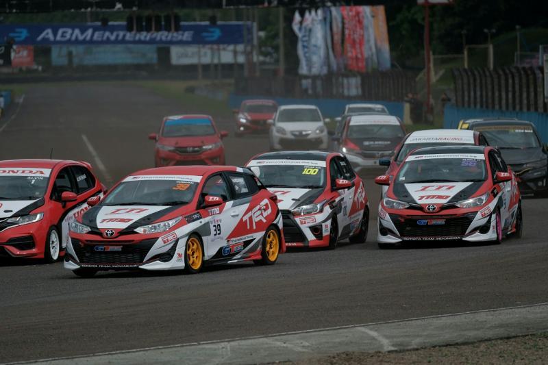 Toyota Yaris kuasai seri 1 Kejurnas ITCC 1600 Max di Sentul International Circuit. (foto : ist)